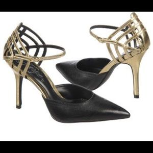 Fergie Gardenia Black and Gold Point Cage pumps